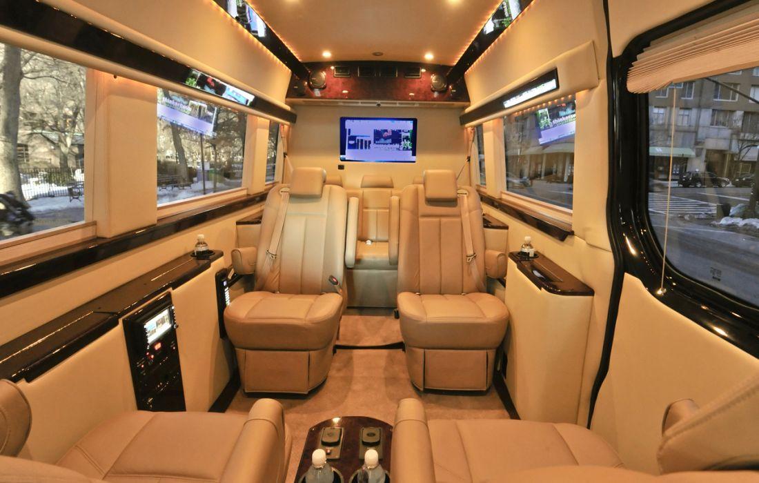 Mercedes-Benz предствил фургон Sprinter с интерьером самолета